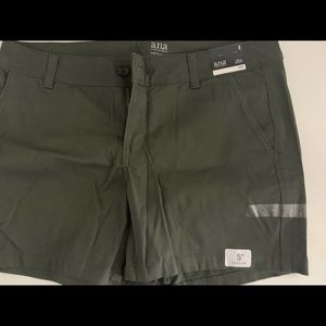 Ana twill shorts in olive and tan